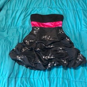 Short strapless black and pink dress